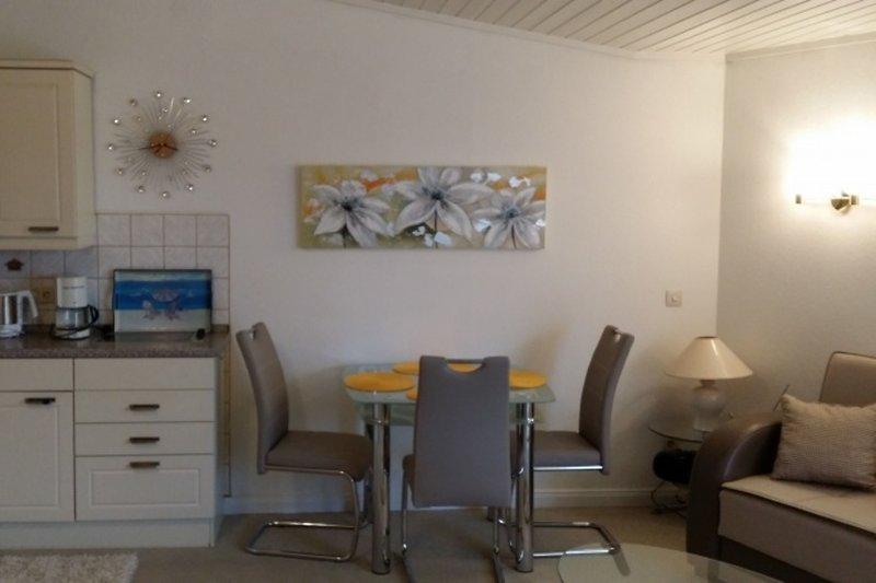 Wohnraum  mit Küche und Essplatz Bild 2