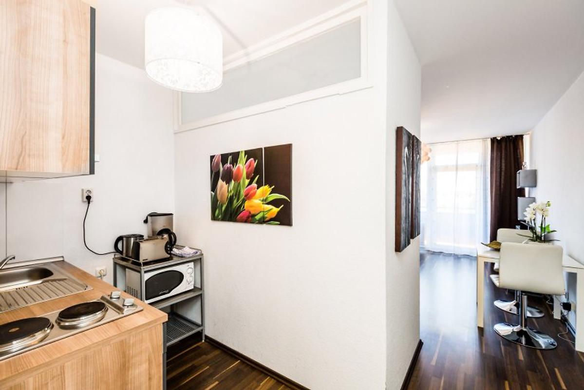 apartment deutz g 53 ferienwohnung in k ln mieten. Black Bedroom Furniture Sets. Home Design Ideas