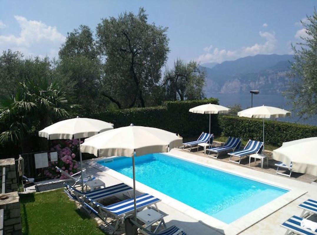 villa gaia malcesine met zwembad wifi vakantie. Black Bedroom Furniture Sets. Home Design Ideas
