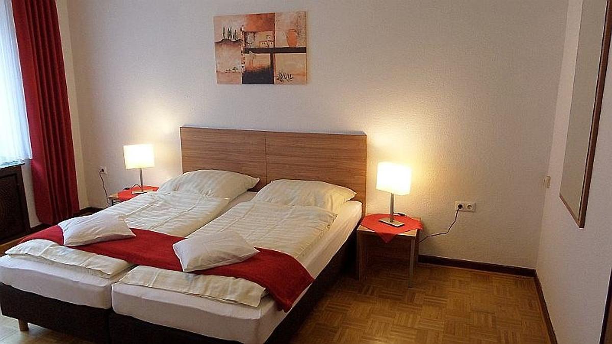 Schlafzimmer Mit El. Rolladen, TV/Radio, WLAN, Boxspringbetten.