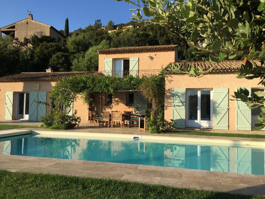 villa la vie est belle ferienhaus in cavalaire sur mer mieten. Black Bedroom Furniture Sets. Home Design Ideas