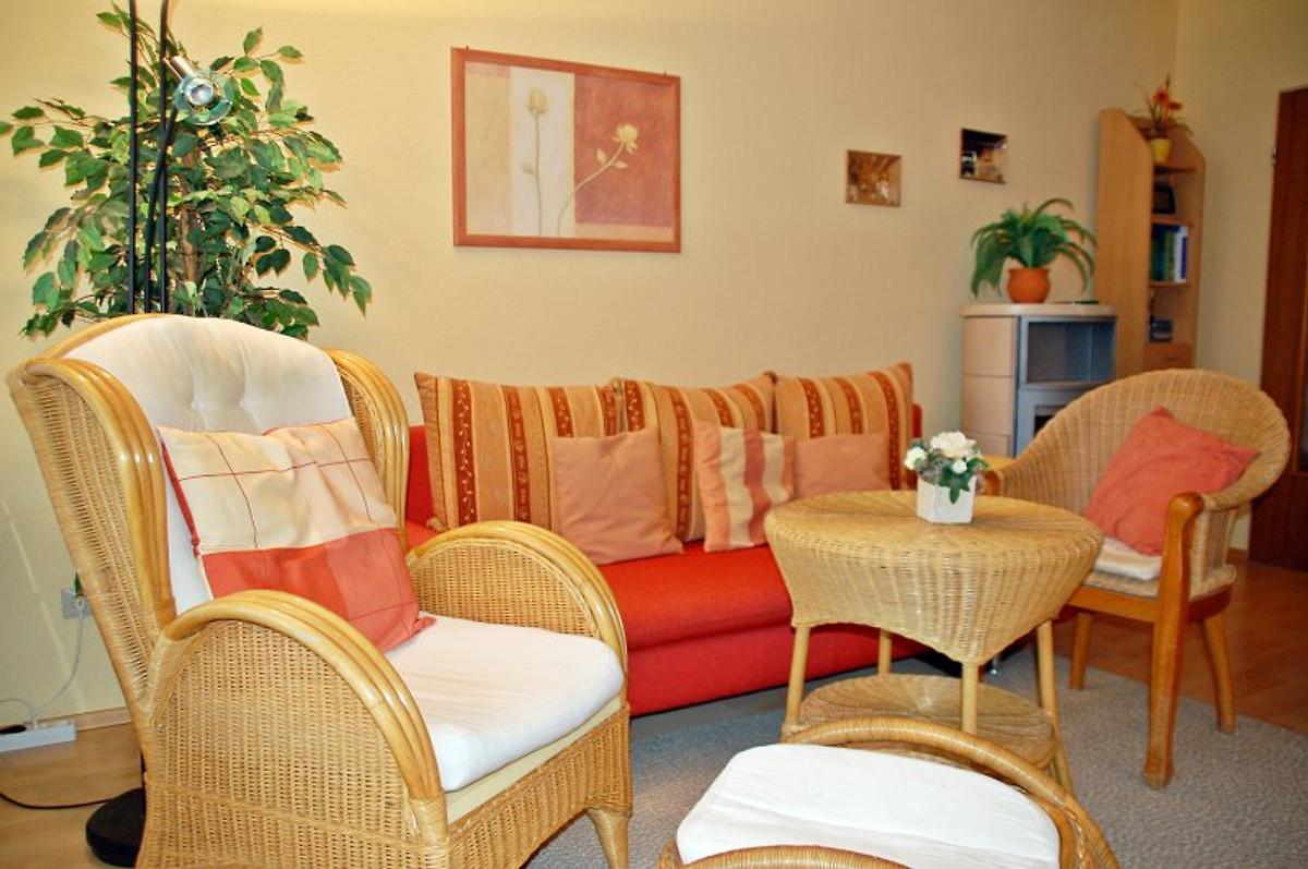 Gemütliches Wohnzimmer Unter Anderem Mit Kaminofen, LED TV, DVD Player,  Stereoanlage