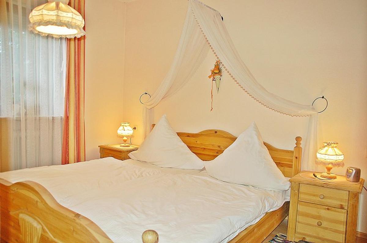 Romantisches Schlafzimmer Mit Betthimmel, Kabel TV Und DVD Player