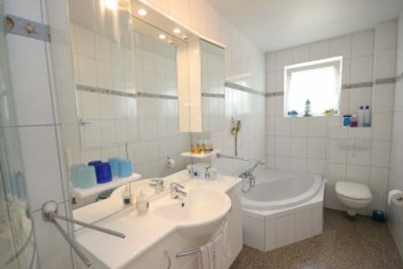 dusch-wannenbad,plus gäste wc