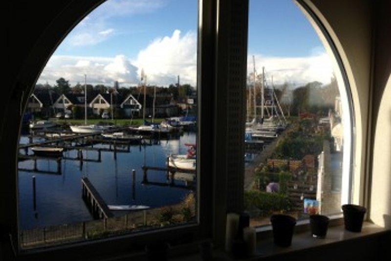 Schlafzimmer, Blick auf den Privathafen