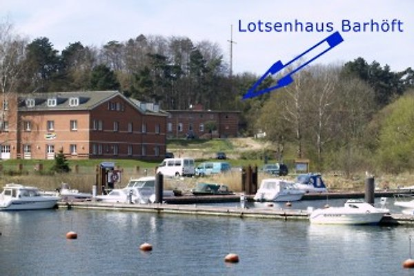 Lotsenhaus am Hafen Barhöft
