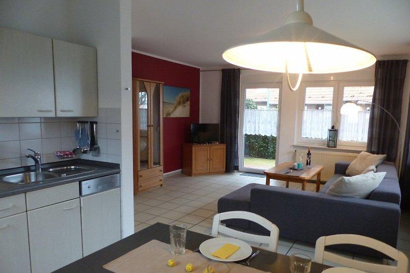 großzügiger Wohn- /Essbereich mit Küche