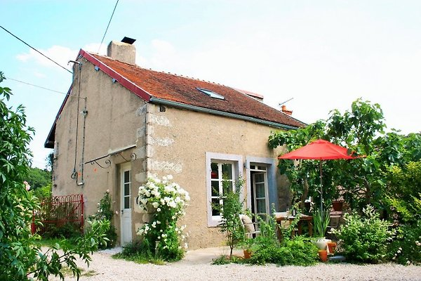 Nid d'amour-- superbes vues Jardin à Semur-en-Auxois - Image 1