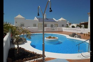 super beautiful villa with 3 bedrooms and pool with direct sea views. First row