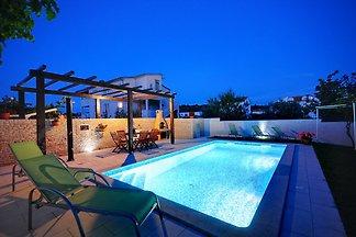 Wohnung mit Pool und Terrasse!
