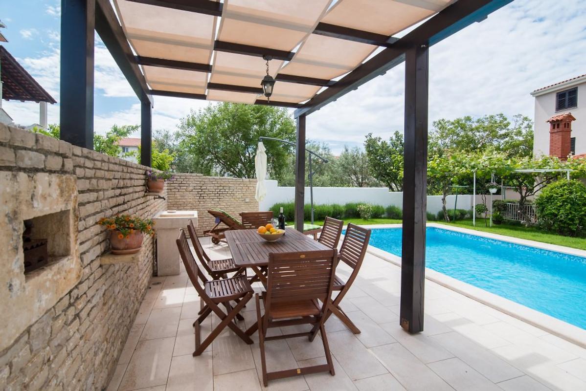 wohnung mit pool und terrasse ferienwohnung in pula mieten. Black Bedroom Furniture Sets. Home Design Ideas