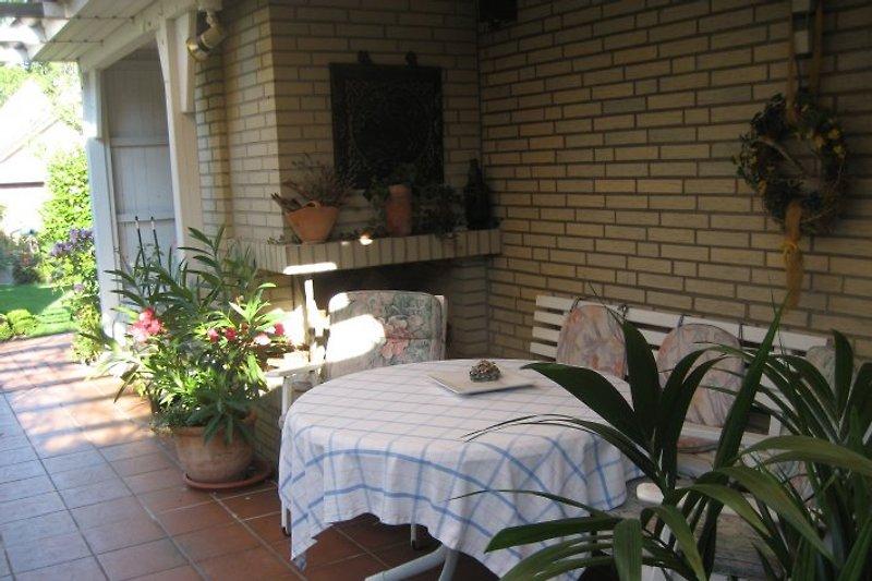 Überdachte Terrasse, Ferienwohnung im Rembrandtinkel