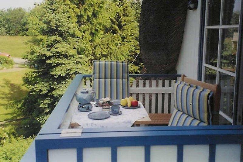 Balkon mit Teakholzmöbeln, Ferienwohnung Achtern Diek