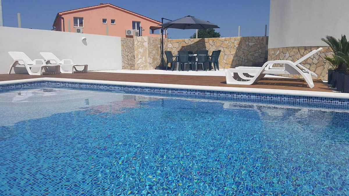 Appartements avec piscine appartement fa ana louer for Prix piscine 9x4