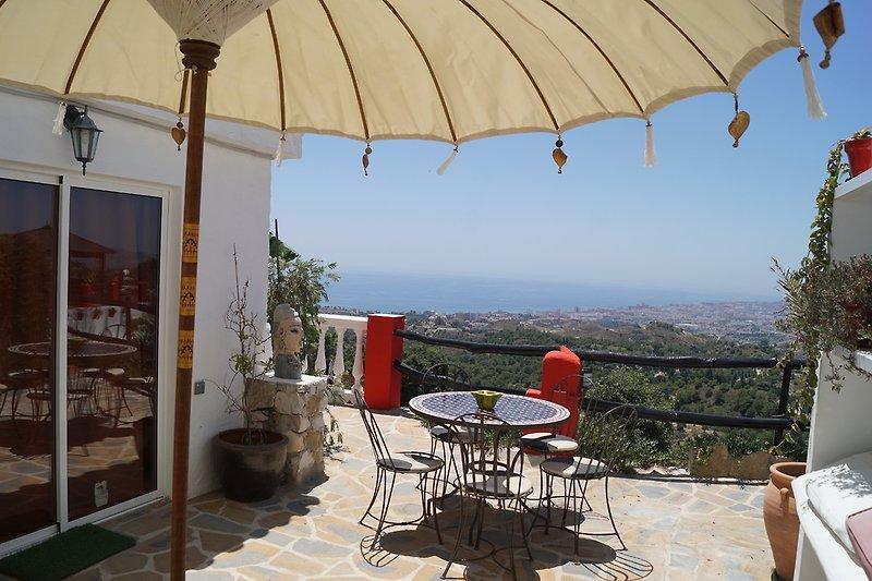 Terrasse mit spektakulärem Blick auf das Alborán-Meer