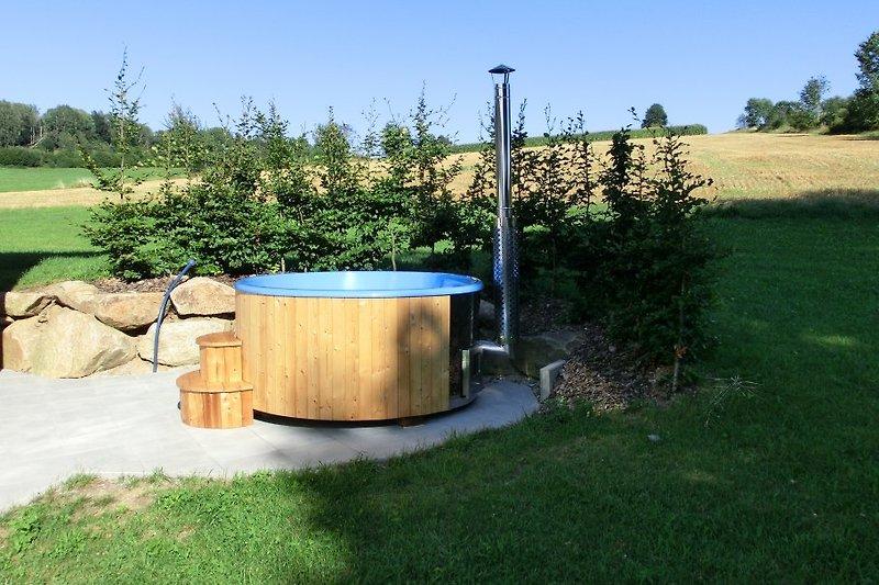 Hot Tub im Garten von Tom´s Hütte