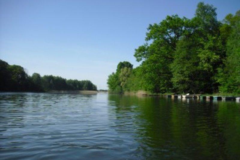 Badesee, hier:Bootsanlegestelle. Ruderboot mit oder ohne Elektromoter mietbar