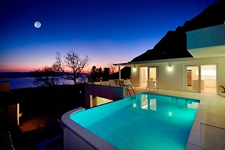 Luxury villa 5* BVANTEA with pool