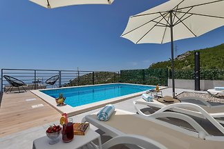 Villa Violet with Saltwater Pool