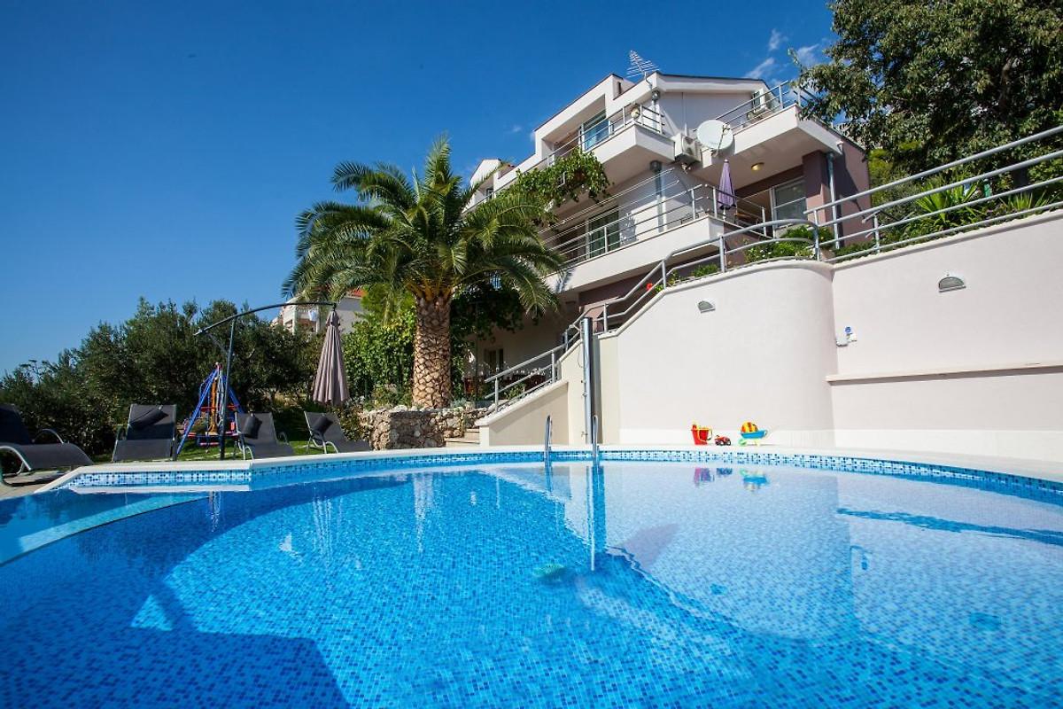 Villa mit dem privatem pool fur 12 in makarska firma gotoadria herr l per - Pool fur kleinkinder ...