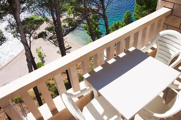 Beachfront Villa in Brela in Brela - Bild 1