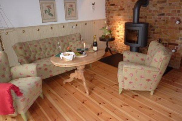 Gemütliches Wohnzimmer mit Kaminofen und TV im EG
