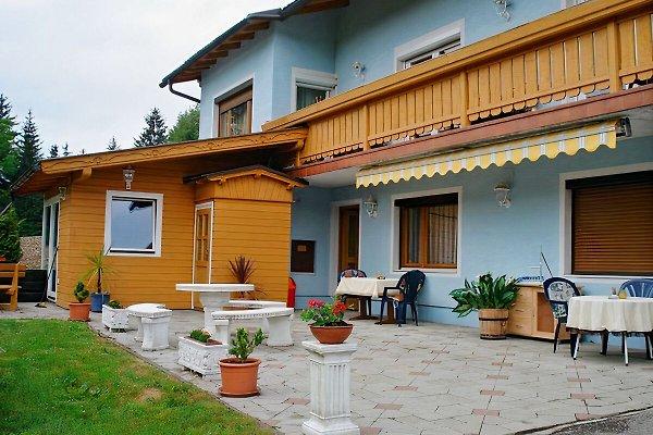 Haupteingang mit Terrasse