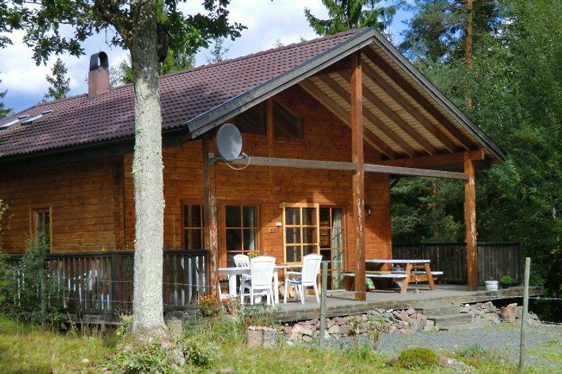 Blockhaus Waldblick in Südschweden/Smaland mit großer, überdachter Terrasse