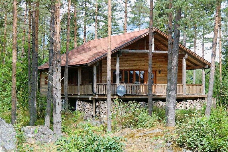 Ferienhaus Dachsbau - neu gebautes Blockhaus am See Kiasjön