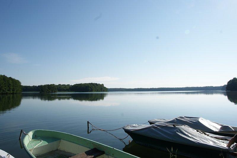 traumhafter See mit eigenem Boot