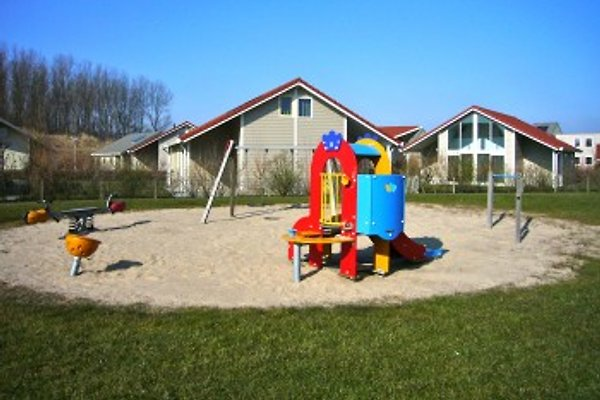 Villa am Spielplatz für kleine Kinder