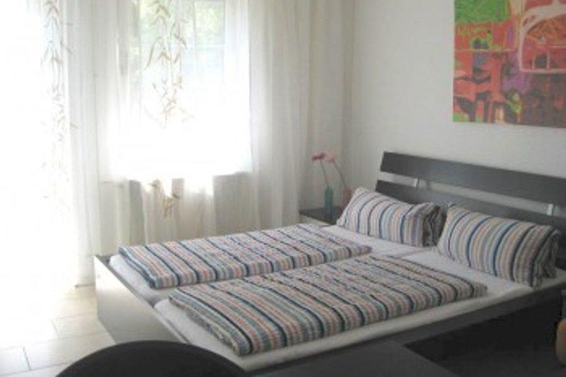 gemütliches und großes Doppelbett