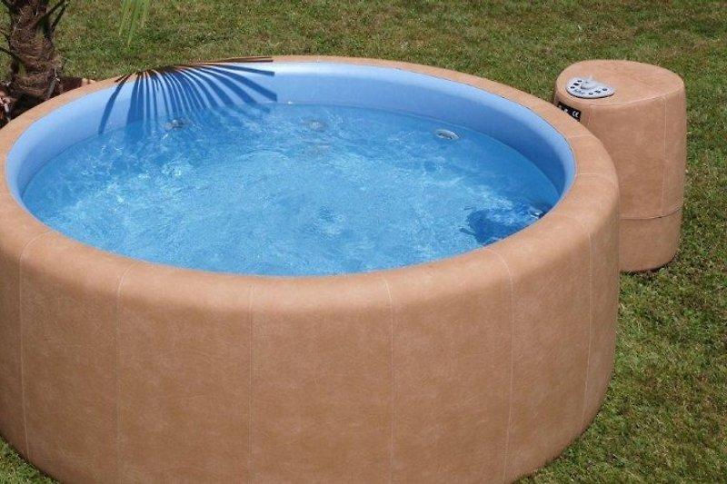 haus am see mit aussen whirlpool ferienhaus in neub u am. Black Bedroom Furniture Sets. Home Design Ideas