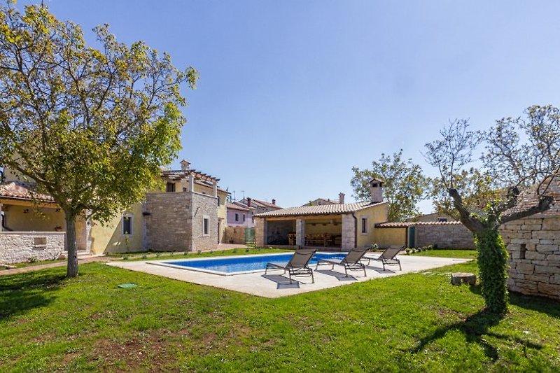 Große neue Villa mit privatem Pool