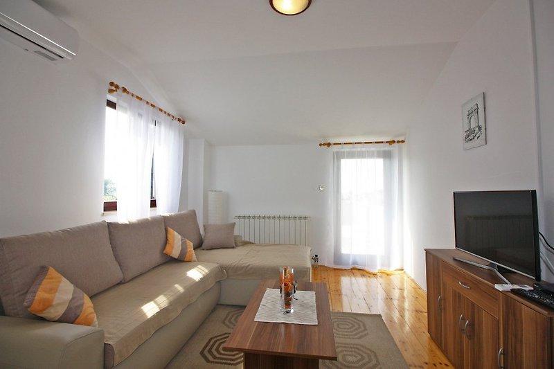 Gemütliches Wohnzimmer - einfach renoviert