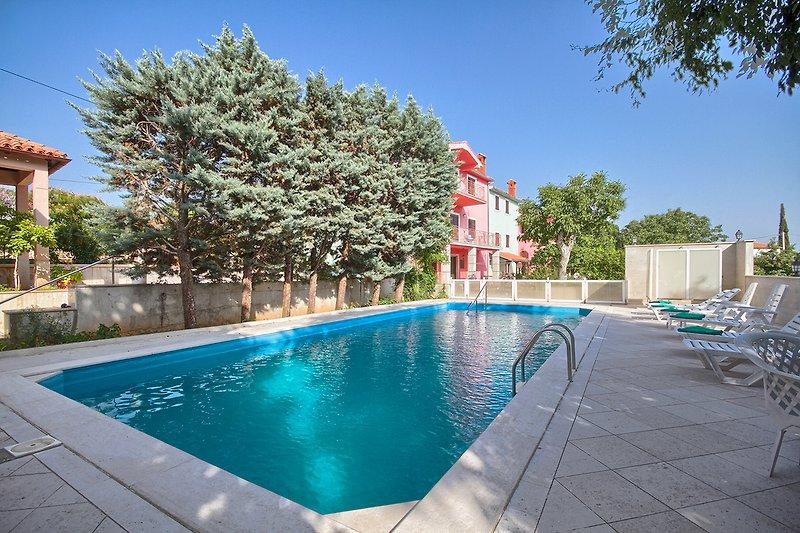 Großer gemeinsamer Pool 10x6 m
