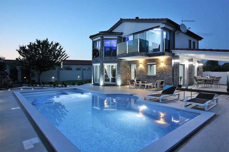 Herrliche Aussicht auf die Villa von außen