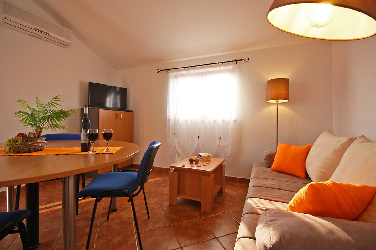 apartment n 1 3 2 150 m vom kiesstrand ferienwohnung in fa ana mieten. Black Bedroom Furniture Sets. Home Design Ideas