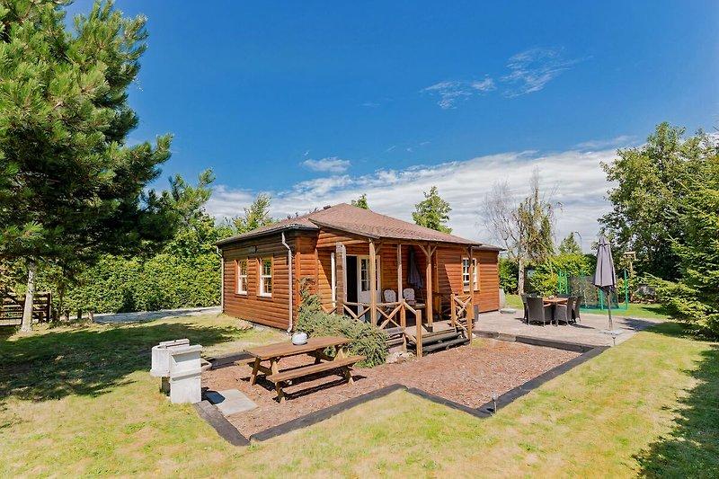 Das freistehende Ferienhaus mit sonnigem, eingezäuntem Garten
