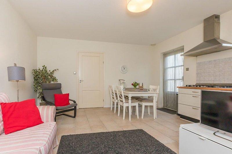 Gemütliches Wohnzimmer mit Sitzecke