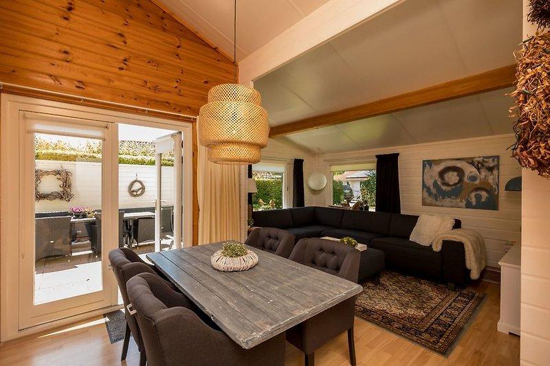 Das geschmackvoll eingerichtete Wohnzimmer