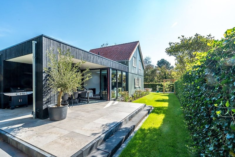 Die tolle Veranda mit Außenküche