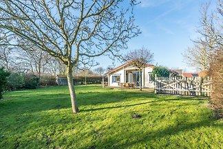 10 Gehminuten von den prächtigen Stränden, wunderschönes in 2016 neu eingerichtetes Ferienhaus mit eingezäuntem Garten. Kostenlose WLAN + Digital TV mit Deutschen Programmen