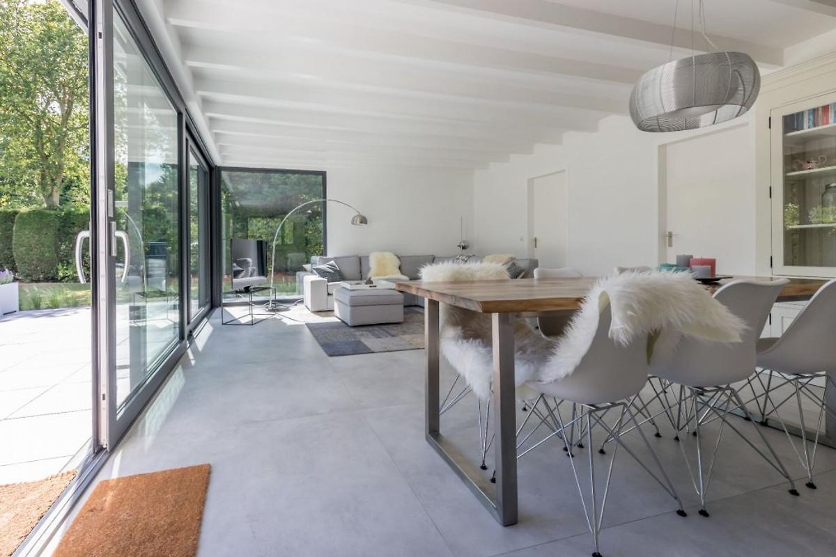 Gone 2 the beach ferienhaus in renesse mieten - Eingerichtete wohnzimmer ...