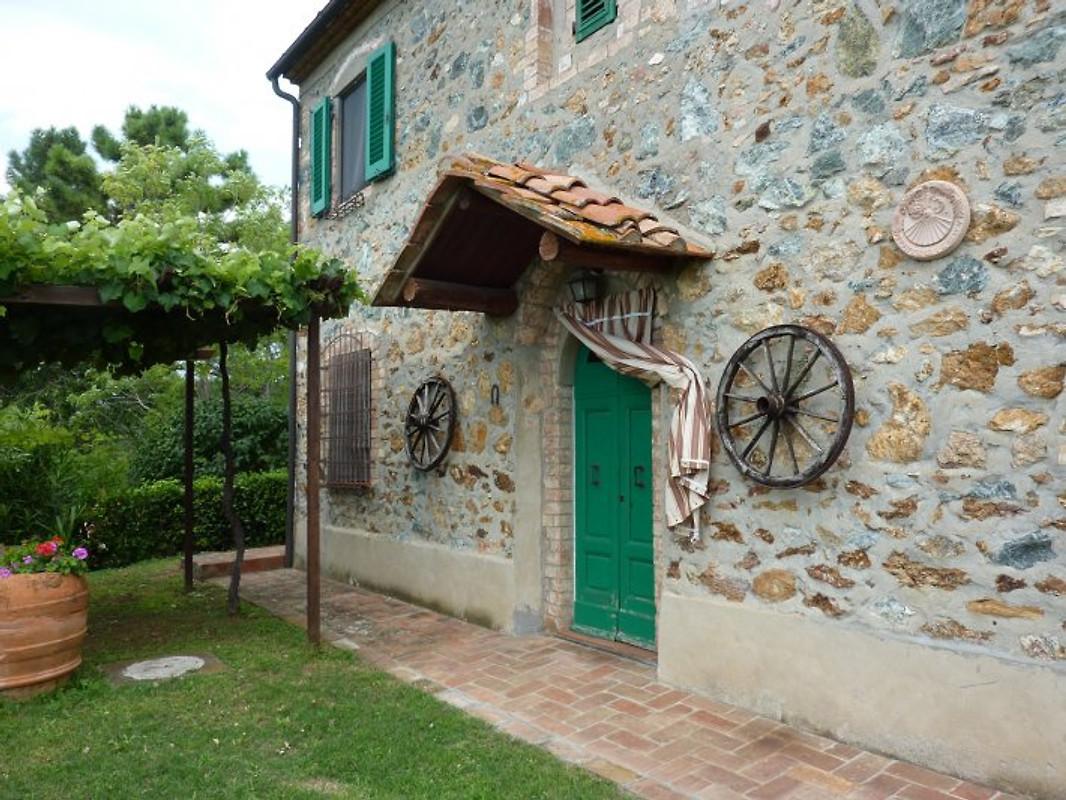 Casa della madonna casa vacanze in montaione affittare for Arredo casa montaione