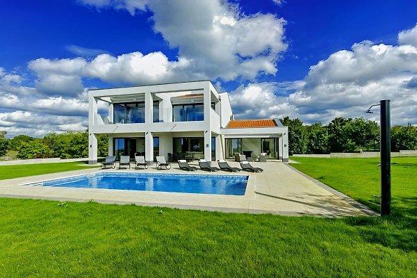 Villa Tia en Tinjan - imágen 1