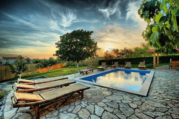 Villa Blaz à Tinjan - Image 1