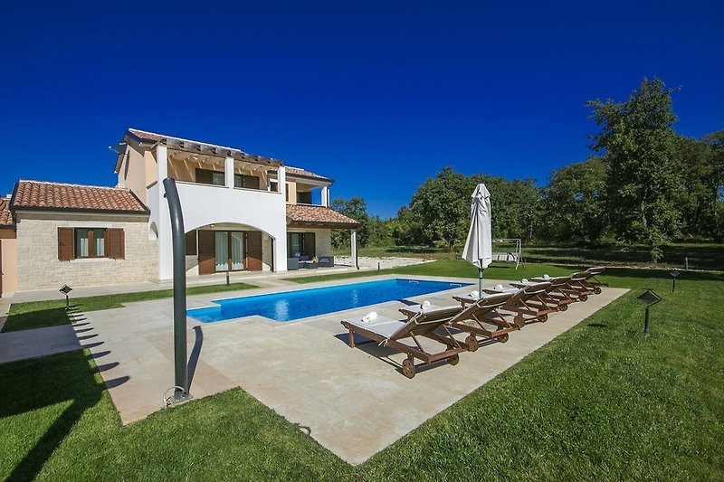 Villa Genia mit Pool