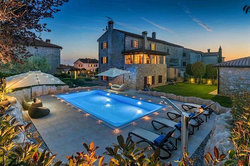 Night foto of the Villa San Niccolo