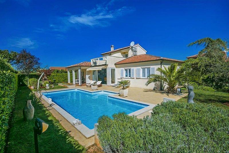 Villa Rossana mit Pool